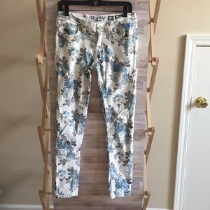 """MISS ME 8"""" rise blue floral skinny jeans"""